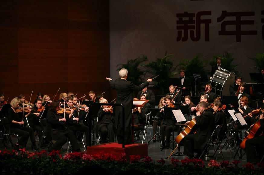 李校长受邀参加新年音乐会
