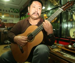 吉它老师鲁鹏